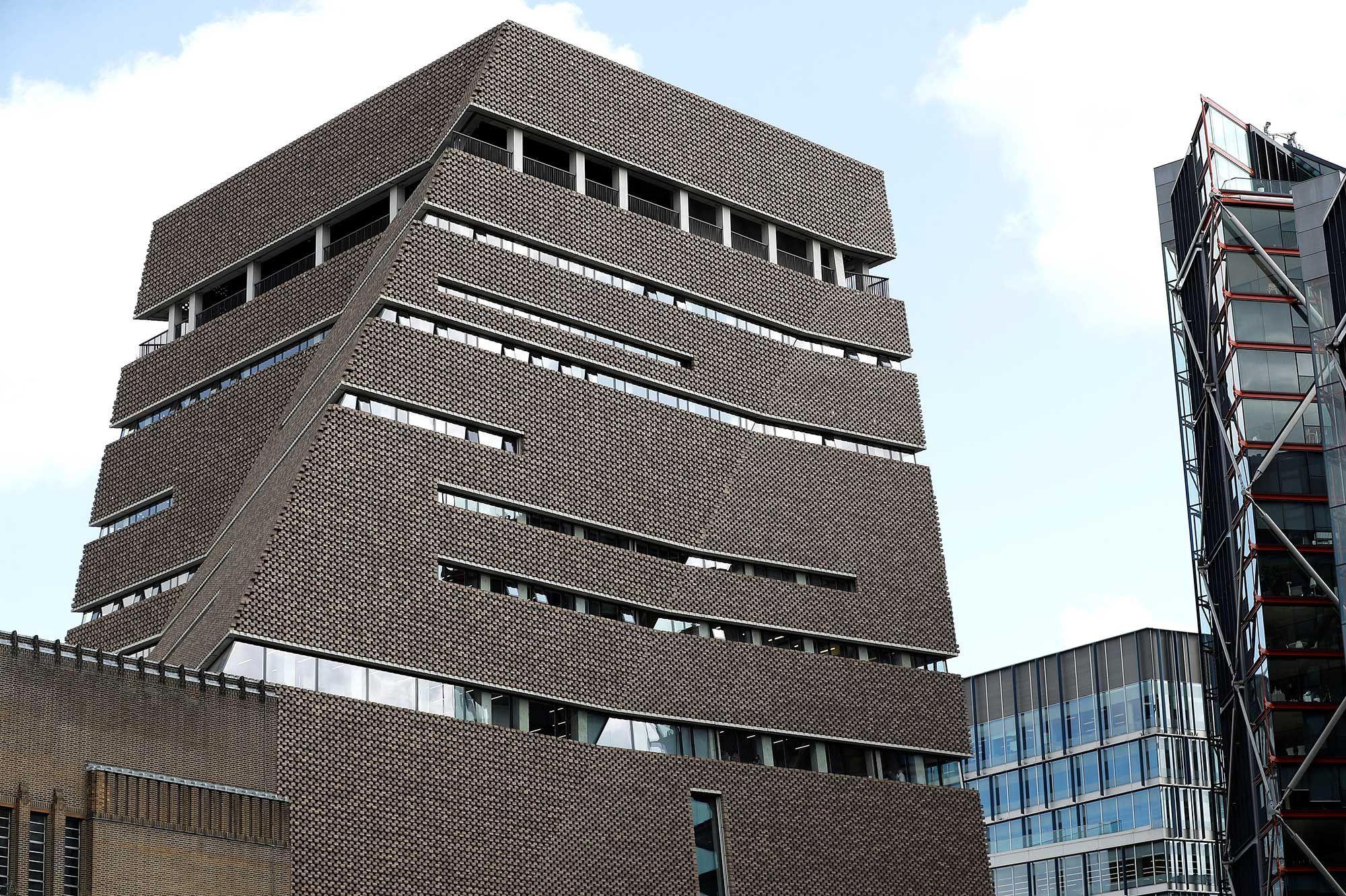 Garçon français jeté du toit d'un musée à Londres : le suspect plaide coupable