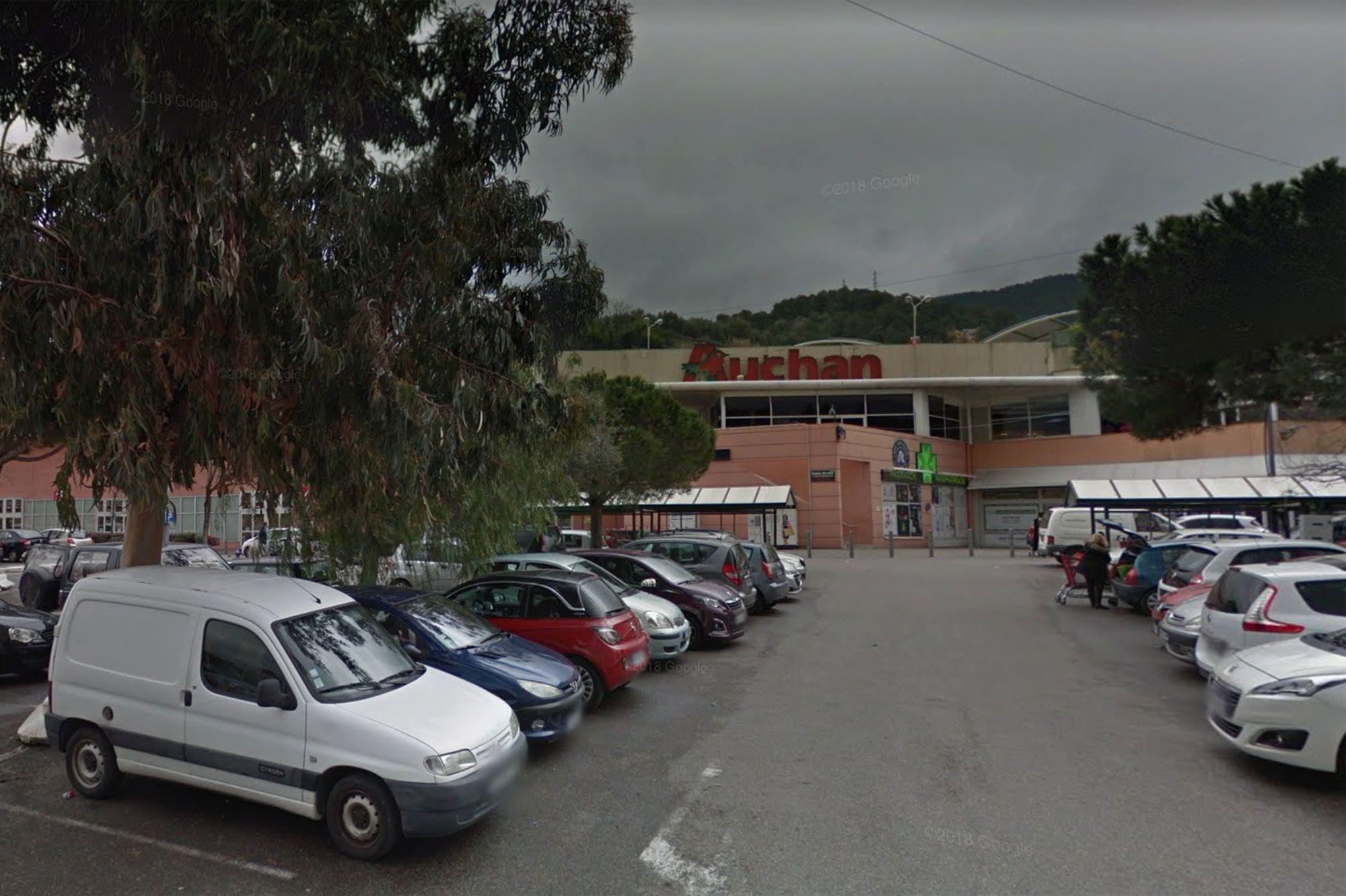 Mort Apres Avoir Ete Interpelle Par Des Vigiles A Auchan