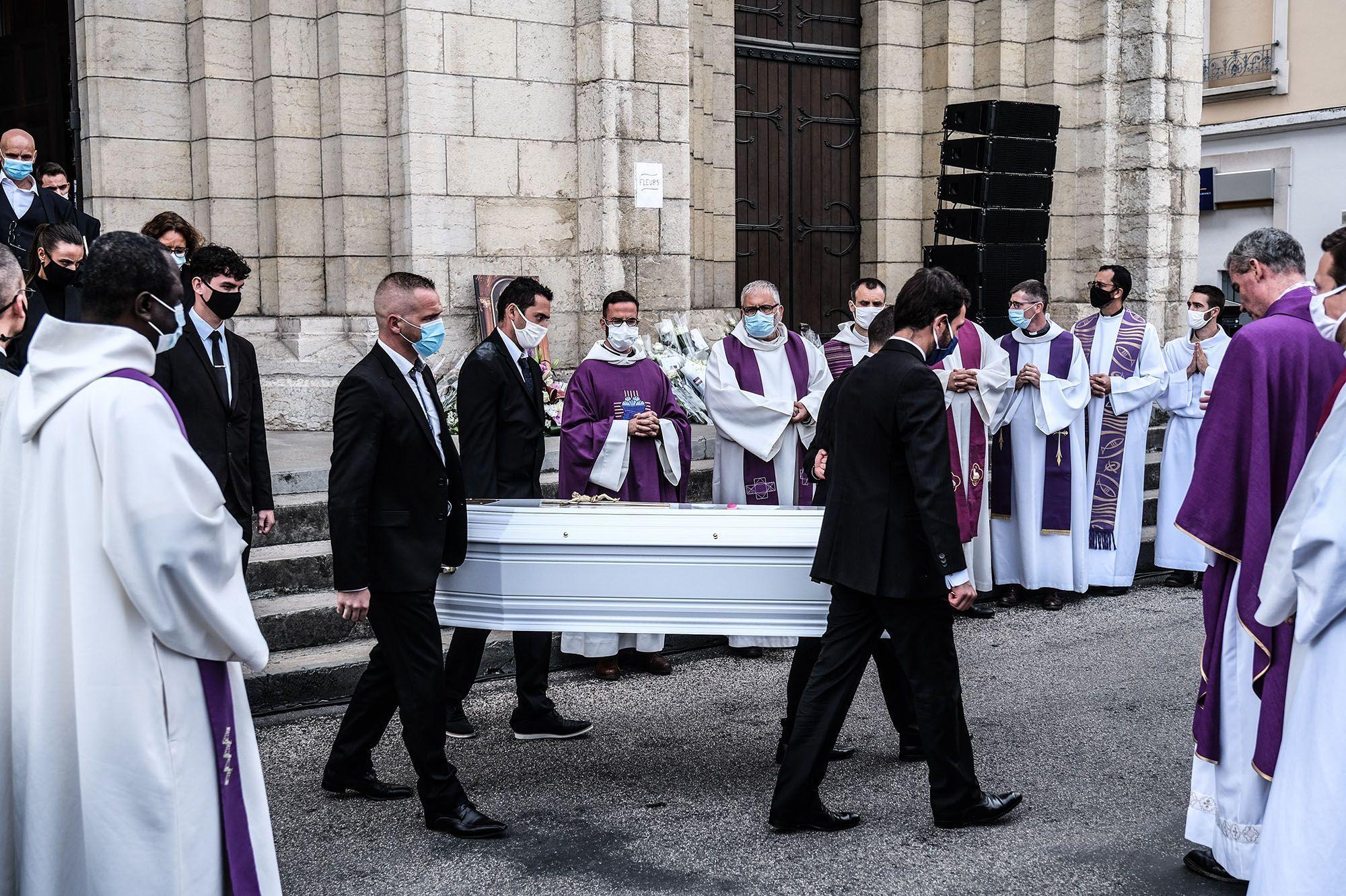 Victorine Dartois Des Obseques Emouvantes Et Le Mystere De Sa Mort Toujours Non Elucide