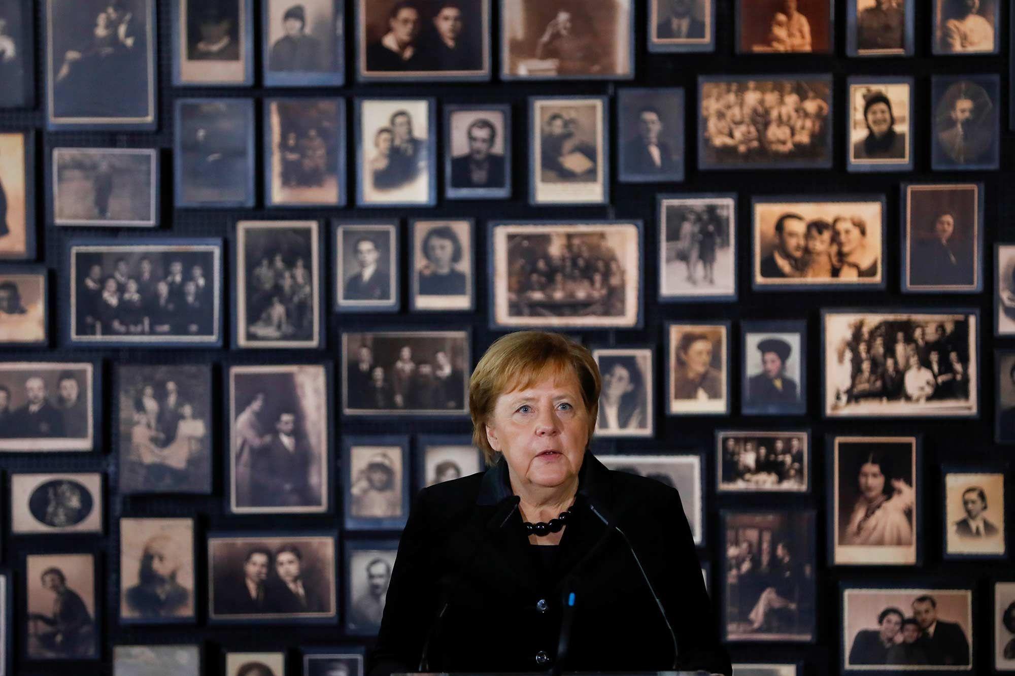A Auschwitz, Angela Merkel insiste sur le devoir de mémoire allemand