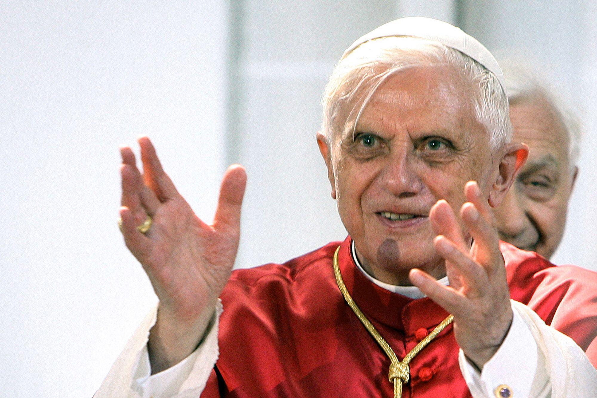 L'ancien pape Benoît XVI demande le retrait de son nom d'un livre  controversé