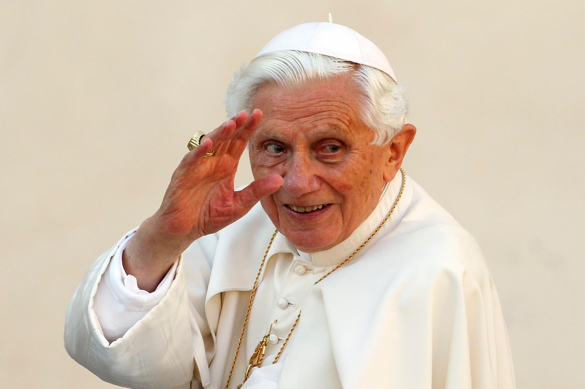 """Le pape émérite Benoît XVI se prépare à rejoindre """"la Maison"""""""