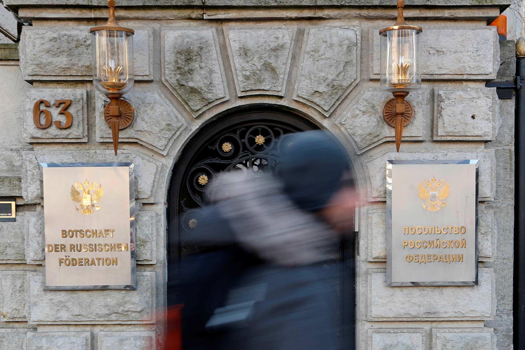 Meurtre à Berlin : la Russie réplique à l'Allemagne et expulse deux diplomates