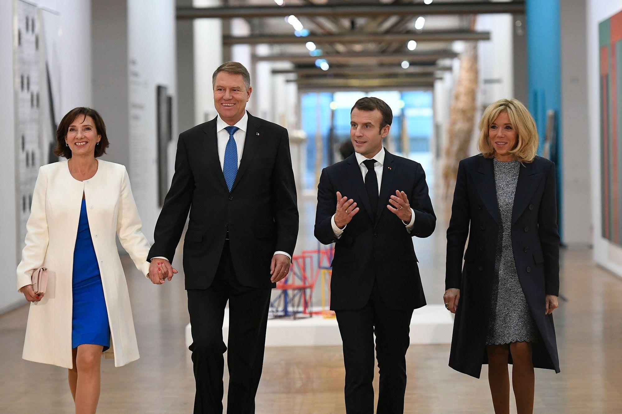 Emmanuel Et Brigitte Macron Au Centre Pompidou Avec Le