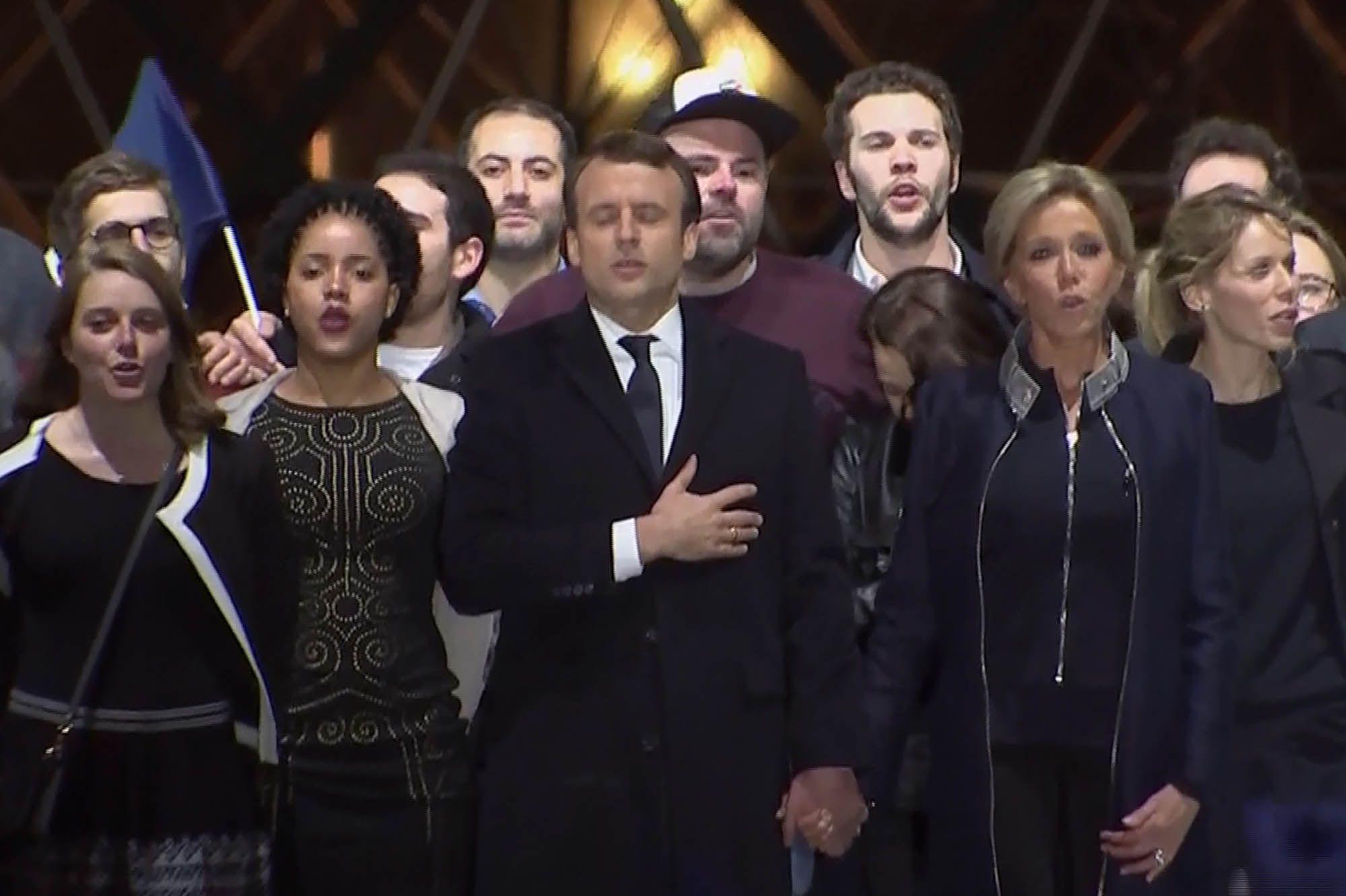 """Emmanuel Macron : """"Ce soir c'est l'Europe et le Monde qui nous regardent"""""""