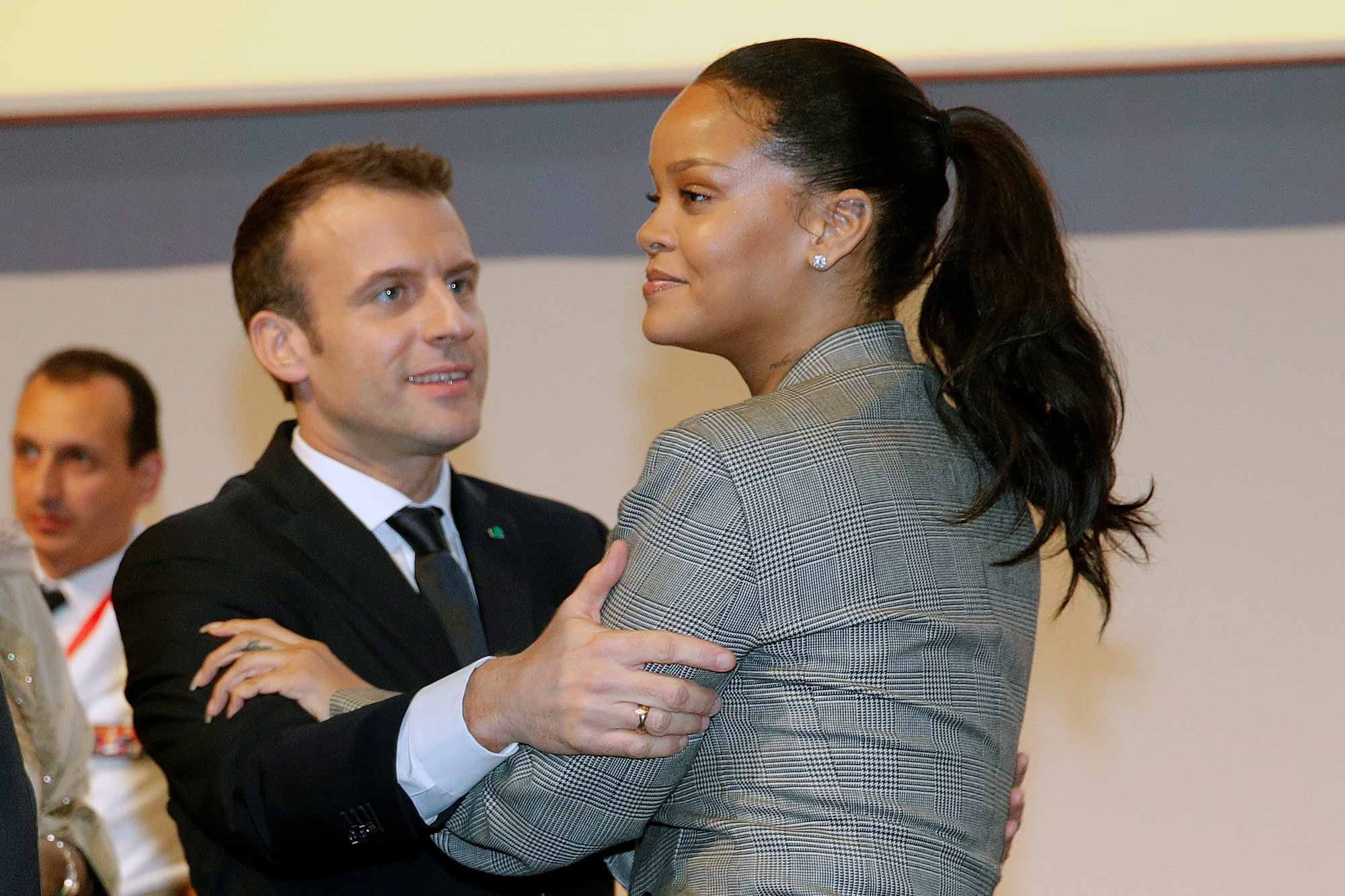 Rencontre rihanna et macron [PUNIQRANDLINE-(au-dating-names.txt) 50