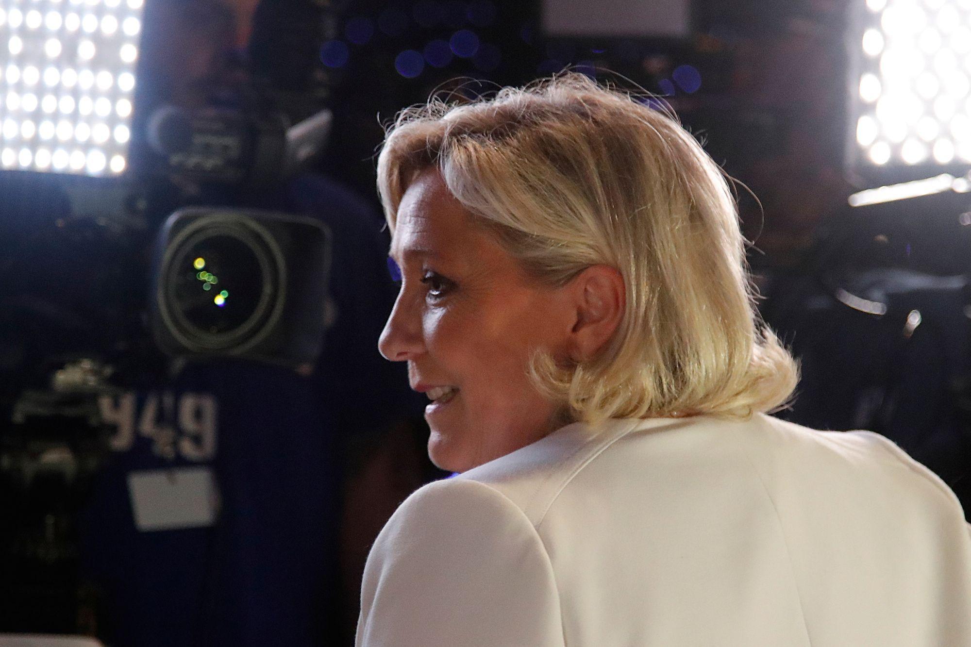 La nouvelle bipolarisation politique peut-elle profiter à Marine Le Pen ?