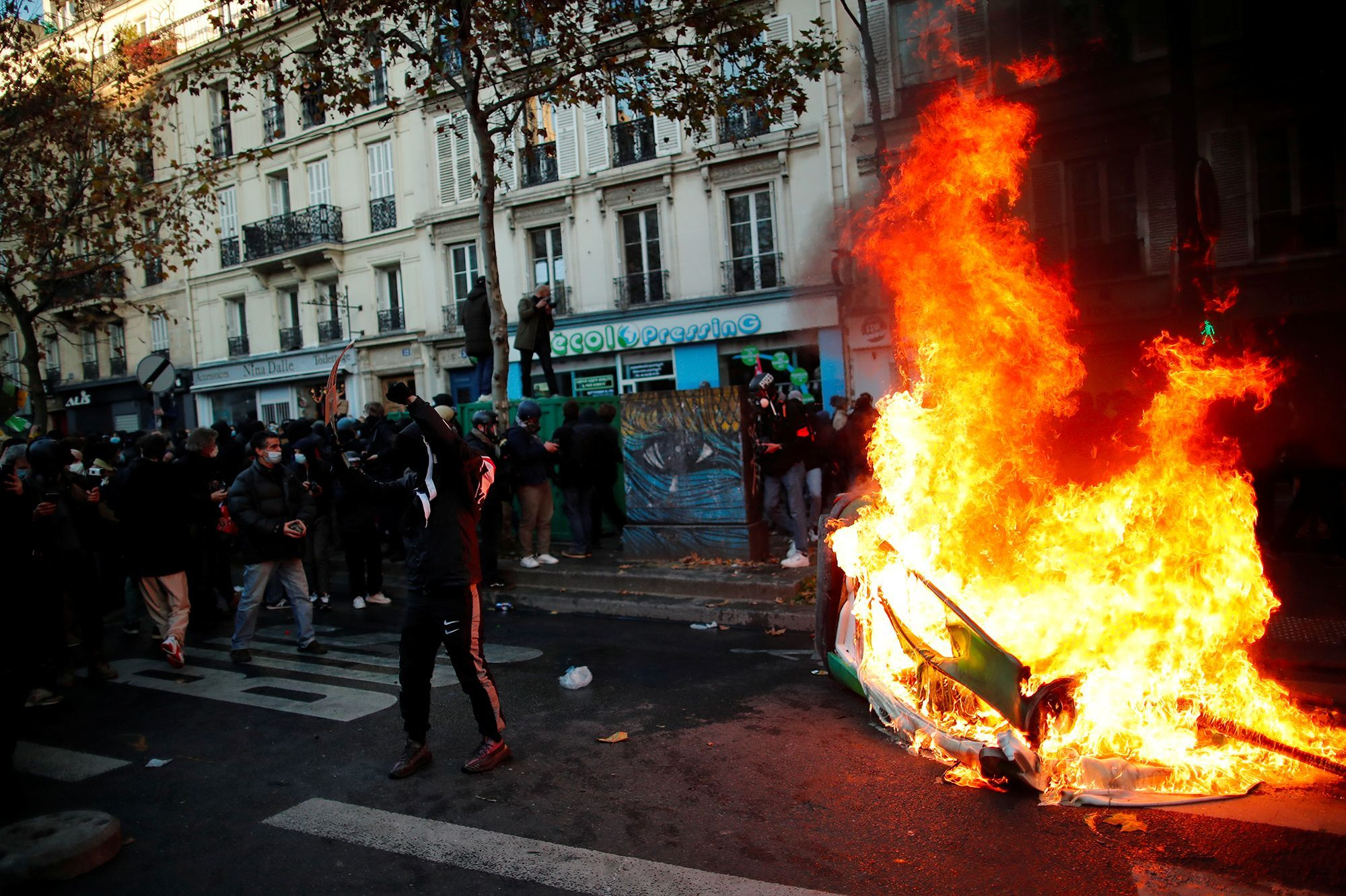 Manifestation A Paris Affrontements Incendies Et Casseurs Dans Le Cortege