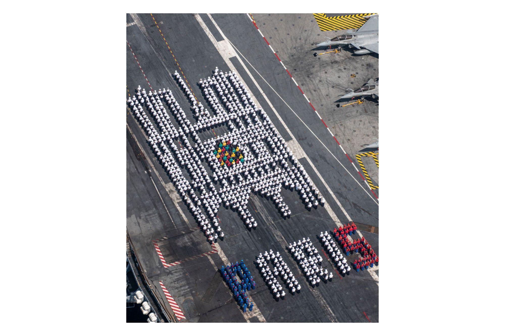 Notre-Dame de Paris : l'hommage original des marins du porte-avions Charles de Gaulle