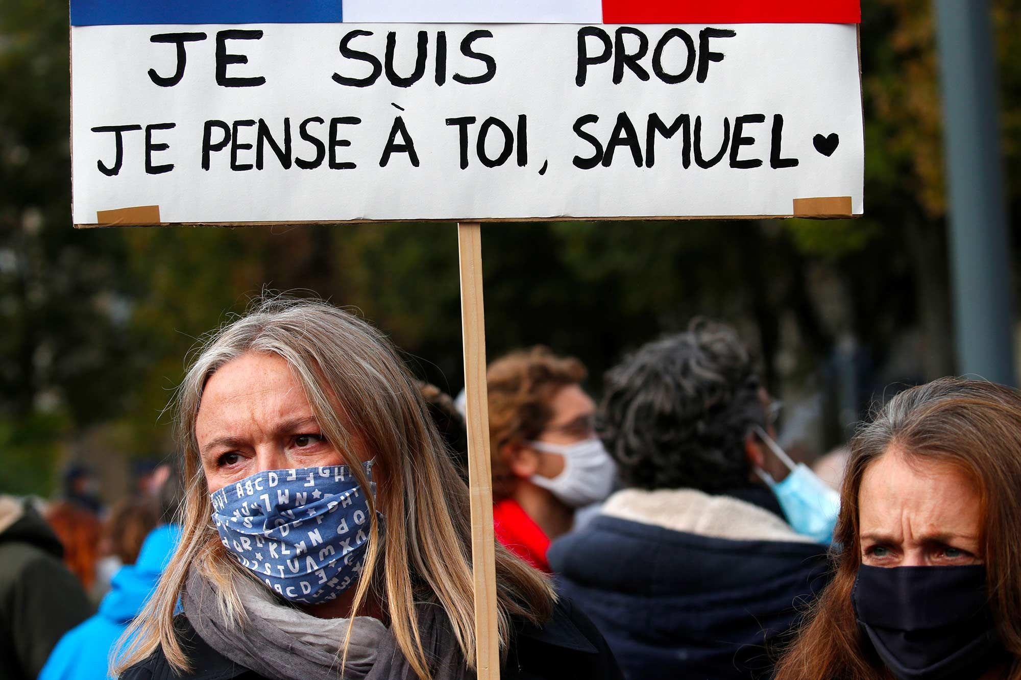 Place de la République, rassemblement ému en hommage à Samuel Paty
