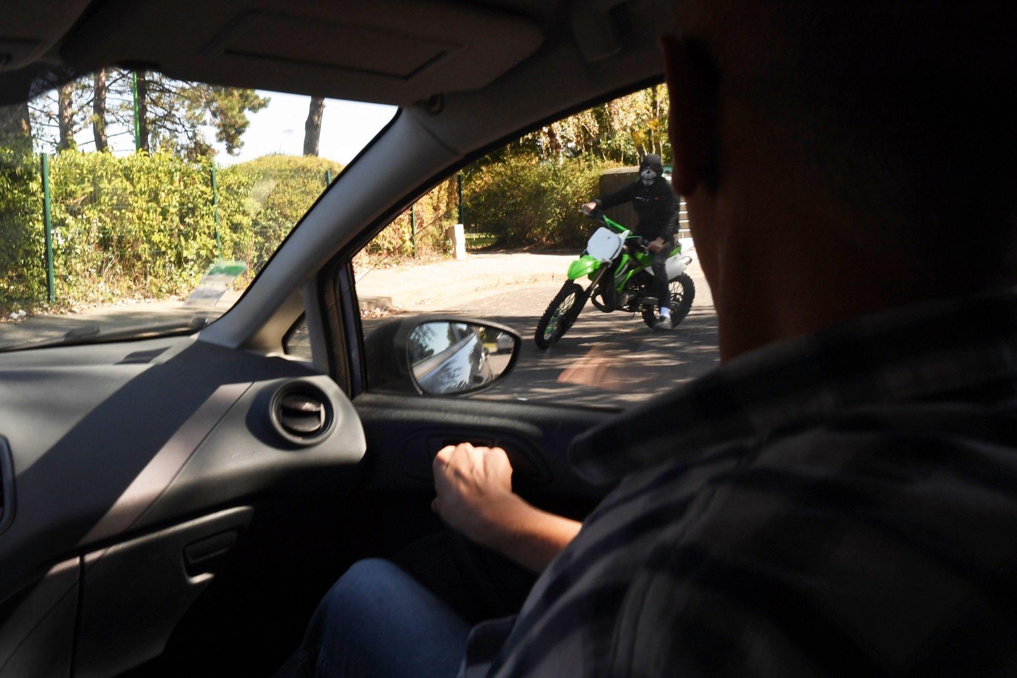 Rodéo dans les cités : les voyous qui défient la police