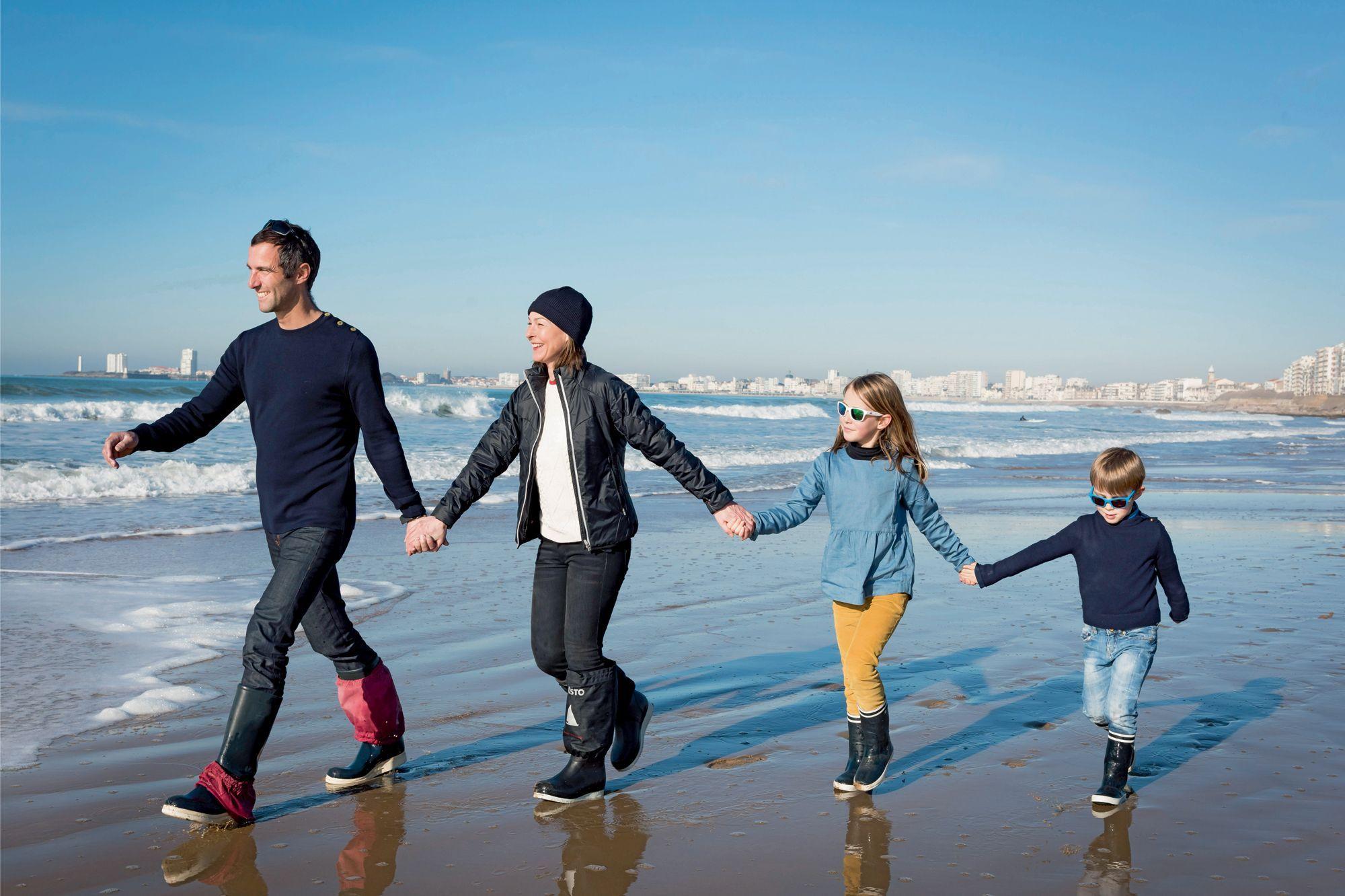 Картинки по запросу La famille est le premier port d'attache des Français.