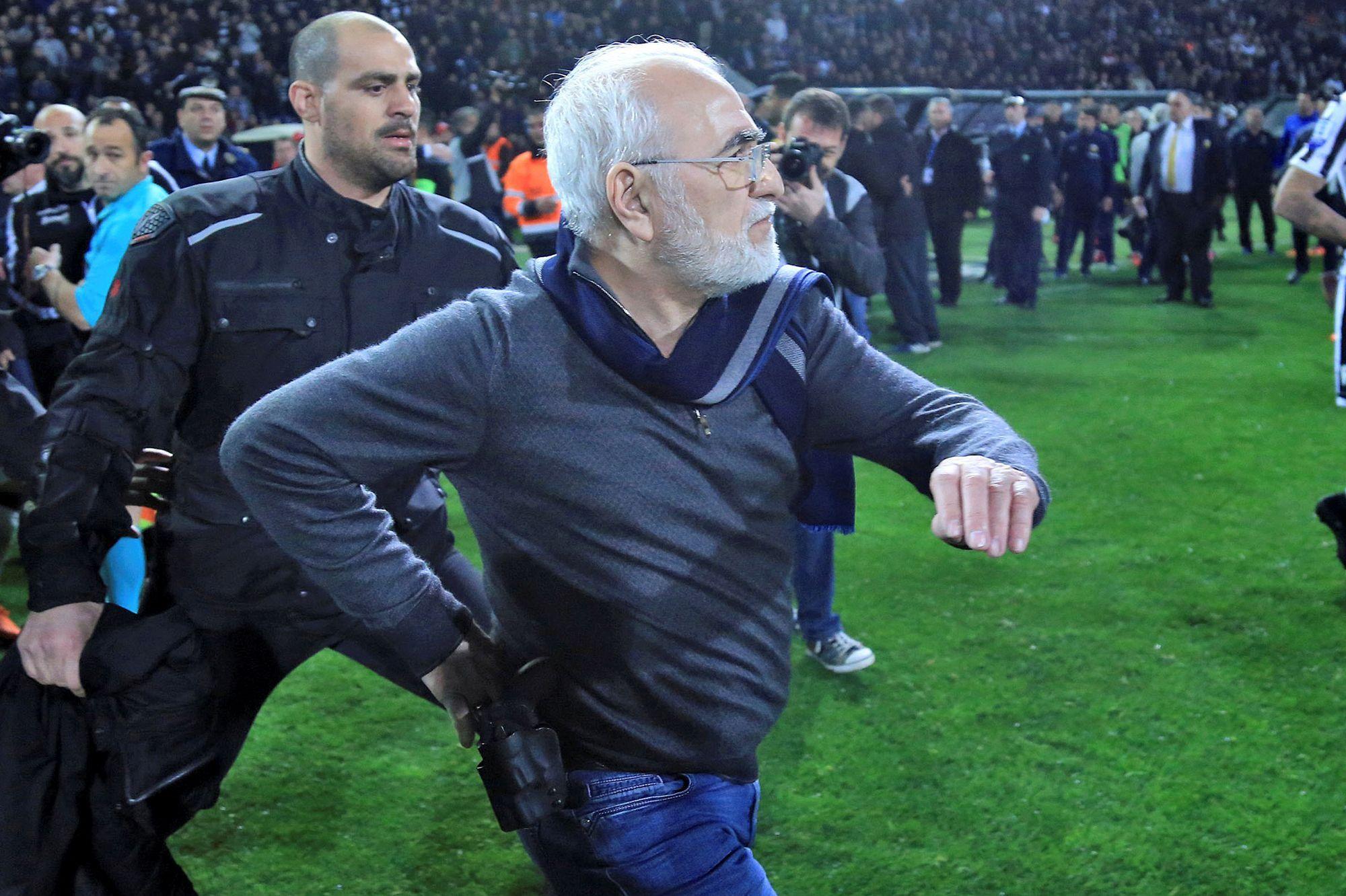 Il était entré armé sur le terrain : le président du PAOK Salonique s'excuse