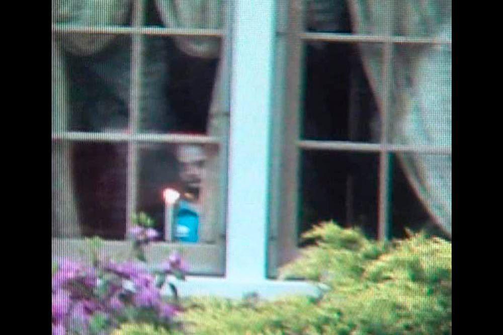 Beliebt Un fantôme à la fenêtre FE32