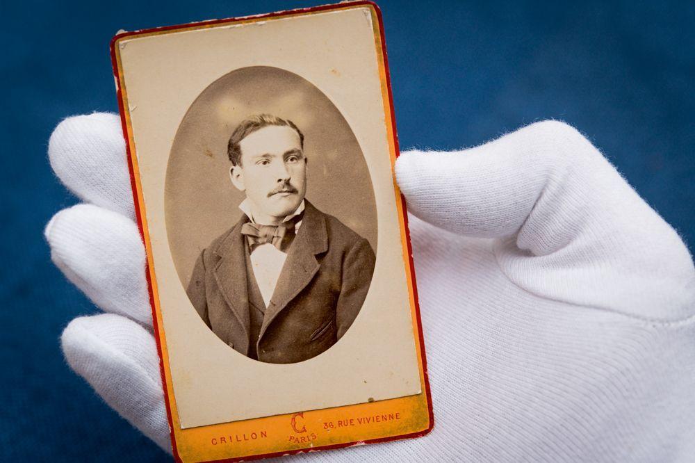 <p>Portrait inédit du poète</p>La photo d'un inconnu nommé Rimbaud