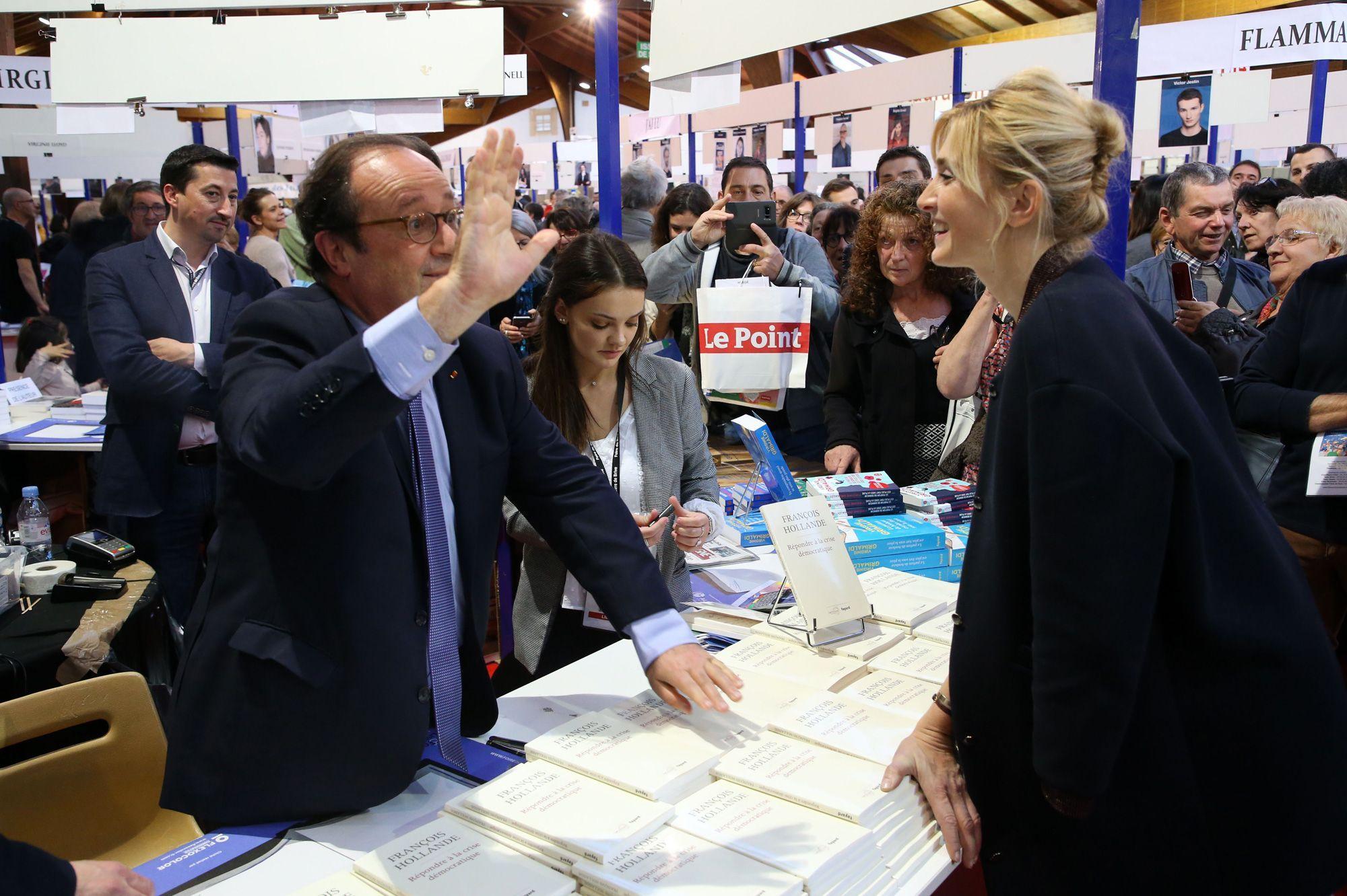 François Hollande et Julie Gayet, complices à la foire du livre de Brive