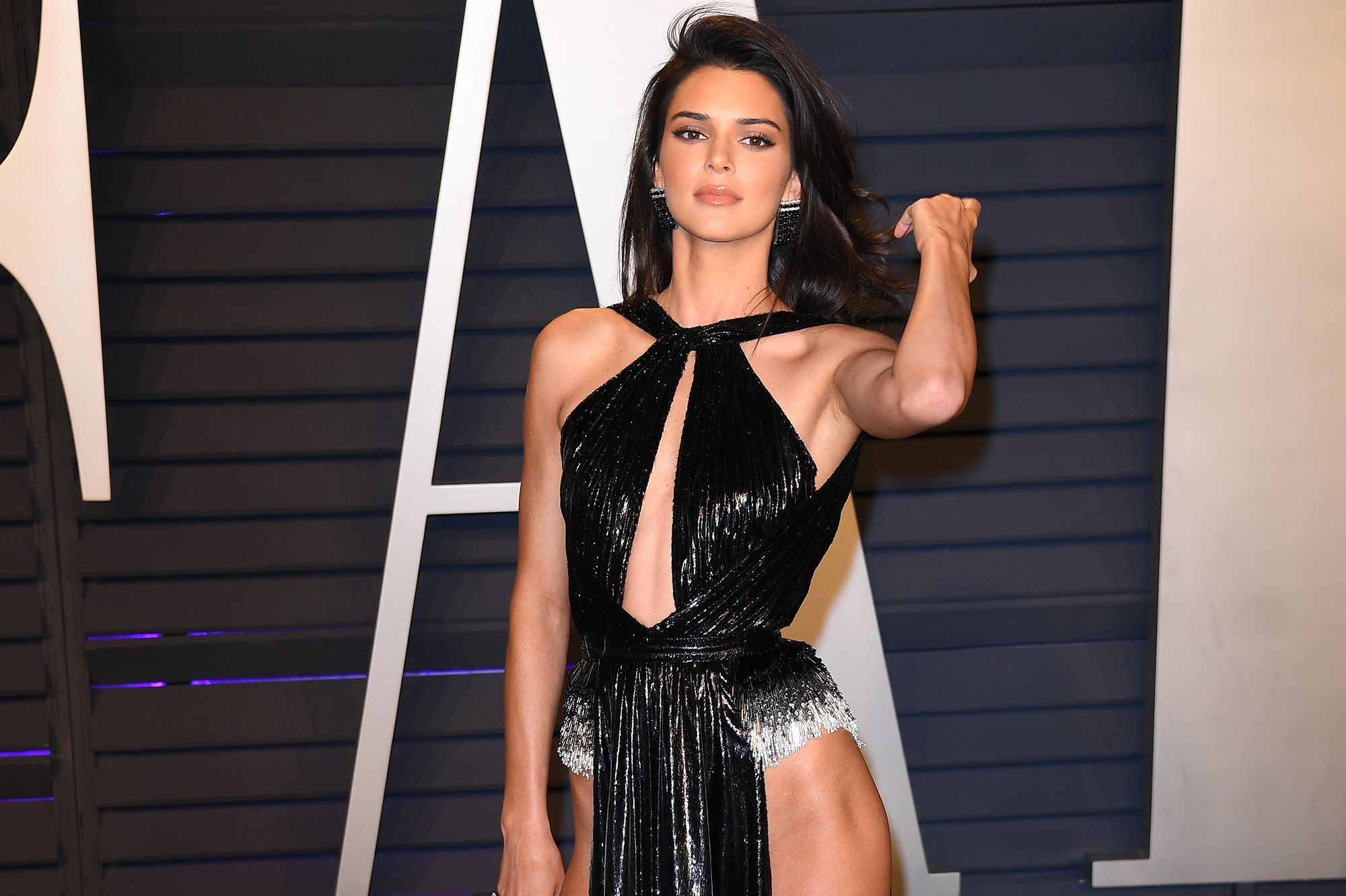 25563b45920 Kendall Jenner opte pour une robe audacieuse et sexy aux Oscars