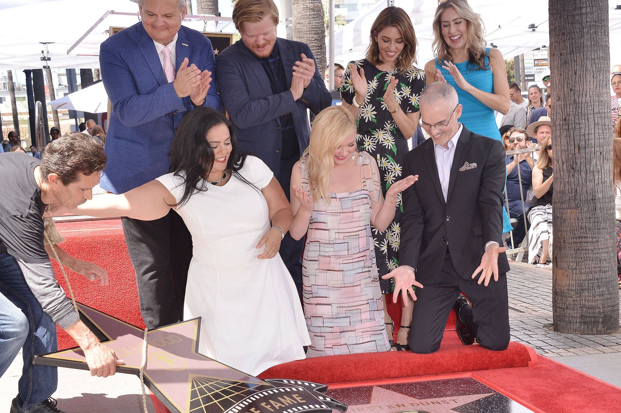 Kirsten Dunst Rayonnante Inaugure Son étoile En Famille à