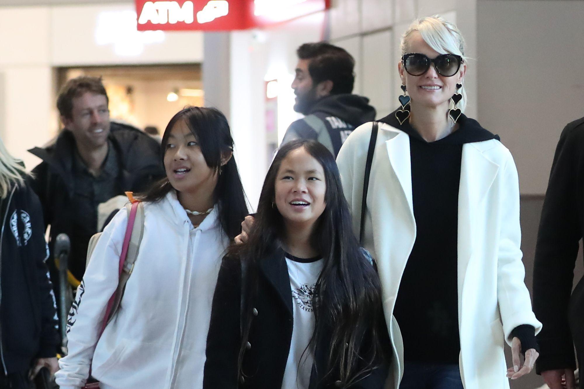 Laeticia Hallyday de retour à Paris avec Jade et Joy