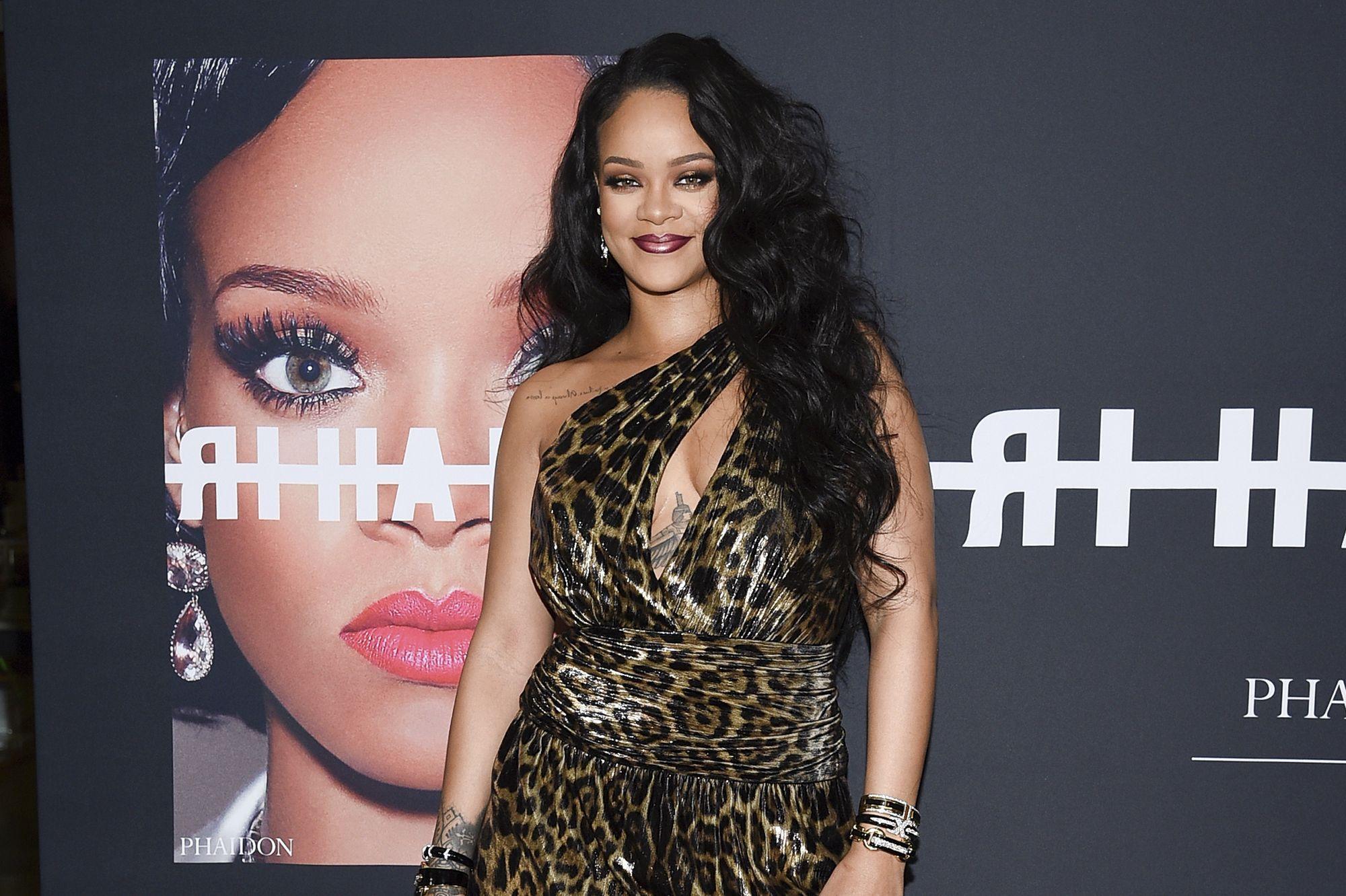 Rihanna En Robe Panthere Decolletee Pour Le Lancement De Son