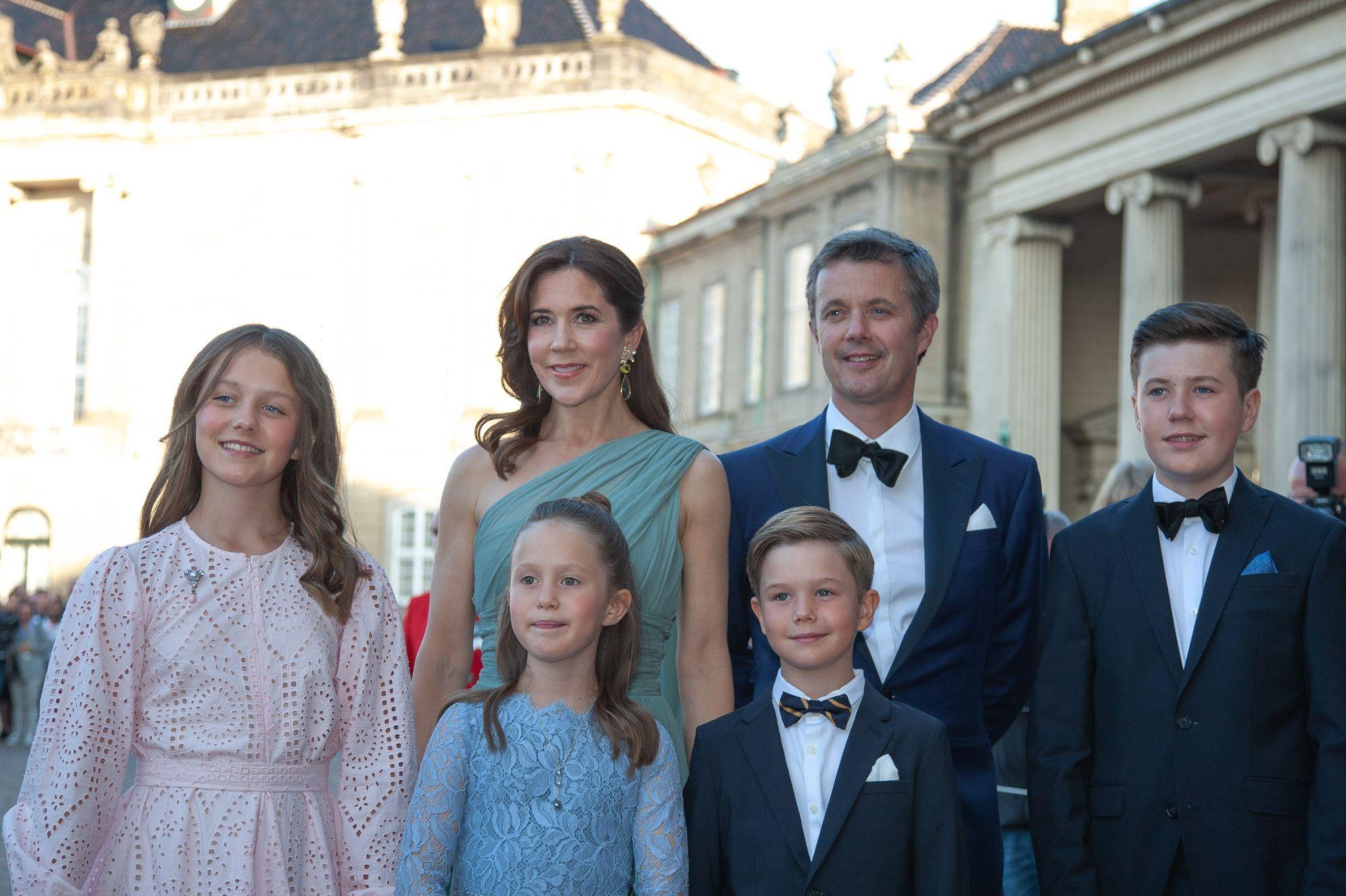 Les quatre enfants de Mary et Frederik vont aller à l'école en Suisse