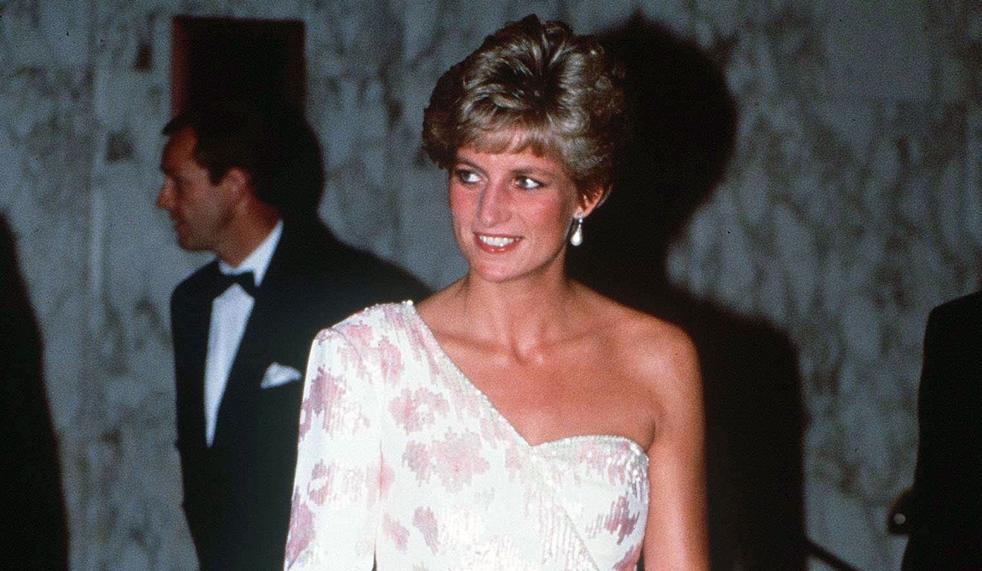 8540c158995 Diana   Ses plus belles robes aux enchères