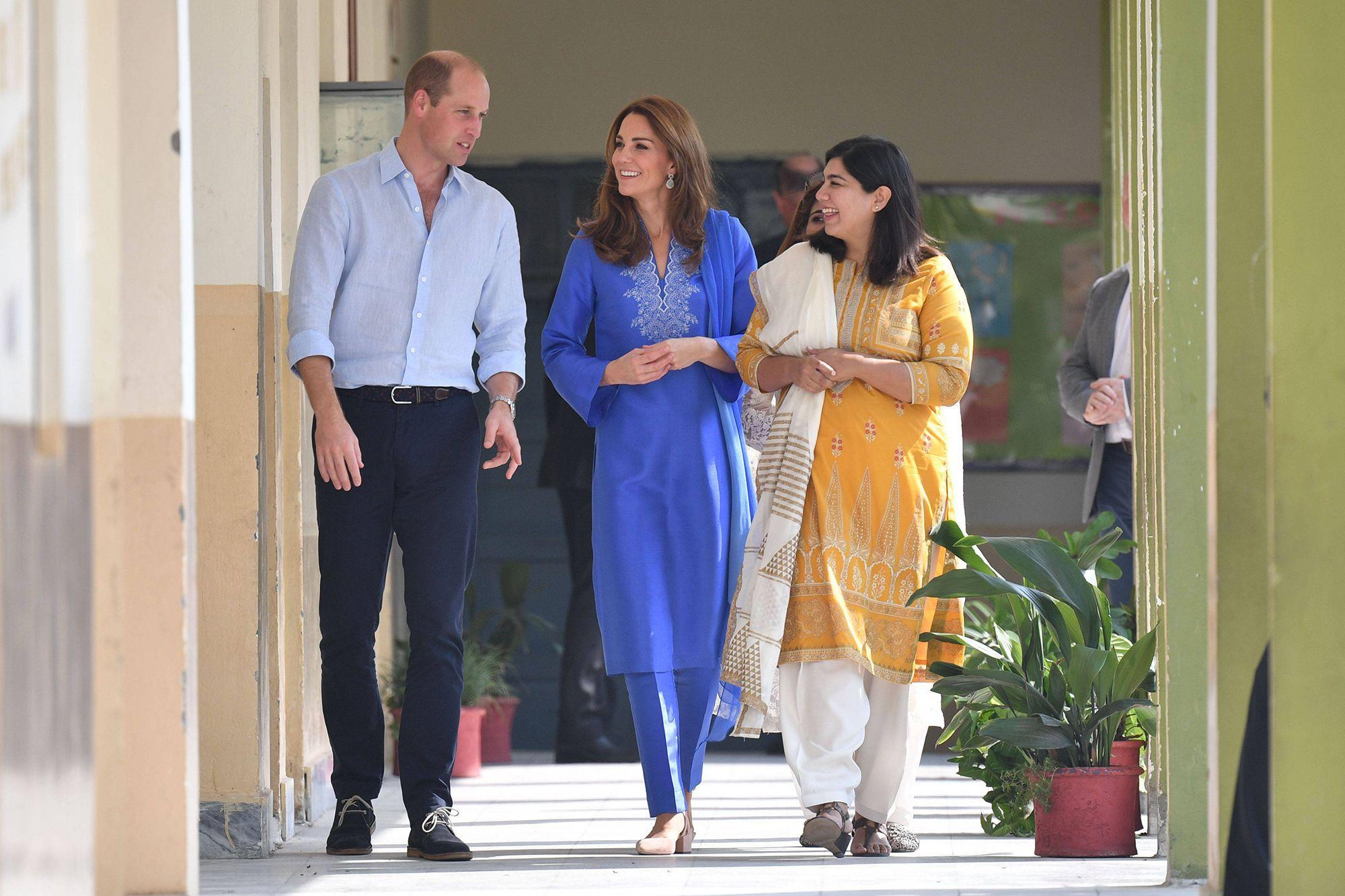 Kate et William à la rencontre d'écoliers à Islamabad