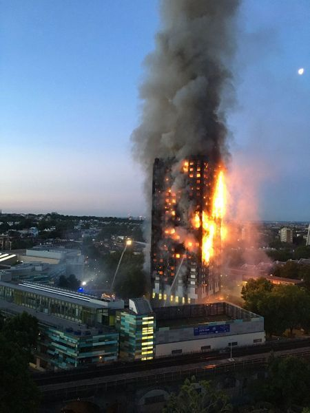 Incendie à la tour Grenfell de Londres dans la nuit