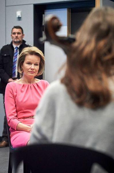 La-reine-Mathilde-de-Belgique-a-Namur-le-26-avril-2016.jpg