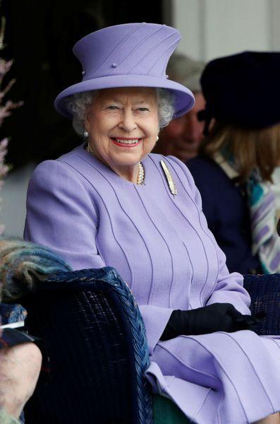 La-reine-Elizabeth-II-a-Braemar-le-3-septembre-2016.jpg