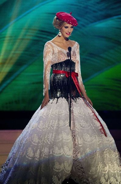Miss Univers 2015 , La valse des costumes traditionnels