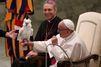 Au Vatican, un perroquet pour le pape François