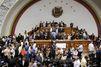 """Au Venezuela, le Parlement dénonce un """"coup d'Etat"""" du camp Maduro"""