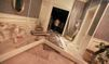 Libye: un bâtiment proche de Kadhafi détruit