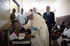 Le pape François au chevet des enfants malades