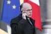 Bernard Cazeneuve signale à la police les photos tweetées par Marine Le Pen