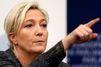 """Le """"malaise"""" de Marine Le Pen face aux ex-otages"""