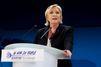 """Présidentielle : Marine Le Pen fustige """"l'héritier de Hollande"""" et cite De Gaulle"""