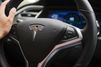 Le père de l'automobiliste tué dans une Tesla porte plainte