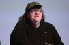 Michael Moore s'en prend aux politiques et insulte Trump