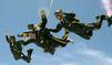 Quand George Bush saute en parachute