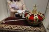 Les symboles de la monarchie: la Couronne et le sceptre
