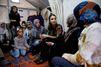 Rania à Lesbos dans les pas du pape François