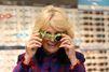 La duchesse de Cornouailles ose les lunettes grenouilles