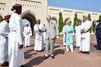 Charles s'improvise danseur du sabre à Oman