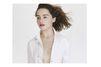 Emilia Clarke, une Rose anglaise pour Dior