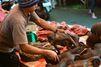 Vendu sur les marchés, le macaque noir aux yeux ambrés est menacé d'extinction