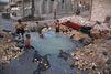 A Alep, des jeunes Syriens font d'un impact de bombe une piscine