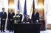 Attentat de Berlin : Hollande a signé le registre de condoléances à l'ambassade allemande