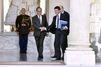 Baromètre : Hollande paie cher son livre, Valls rebondit